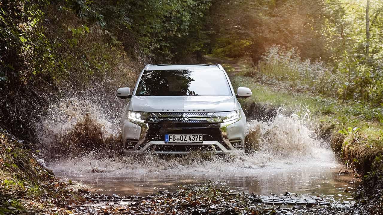 Mitsubishi Outlander Plug-in Hybrid - offroad