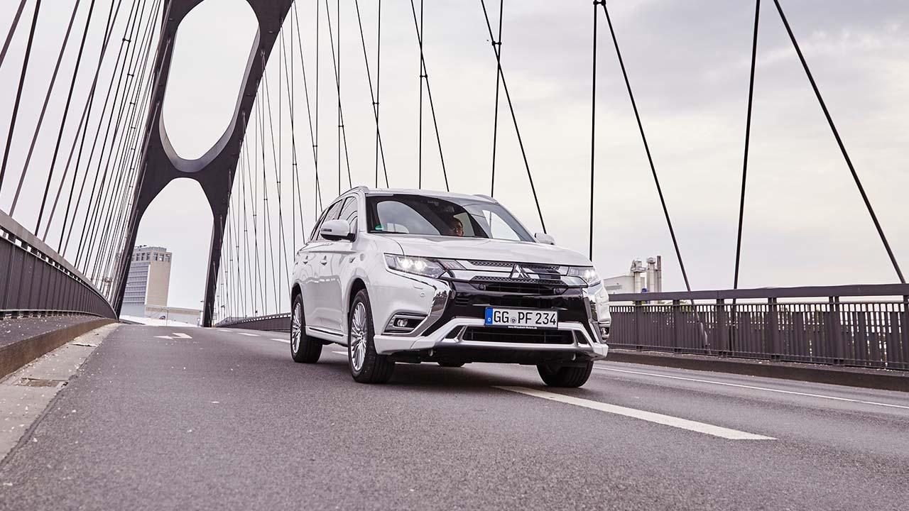 Mitsubishi Outlander Plug-in Hybrid in voller Fahrt
