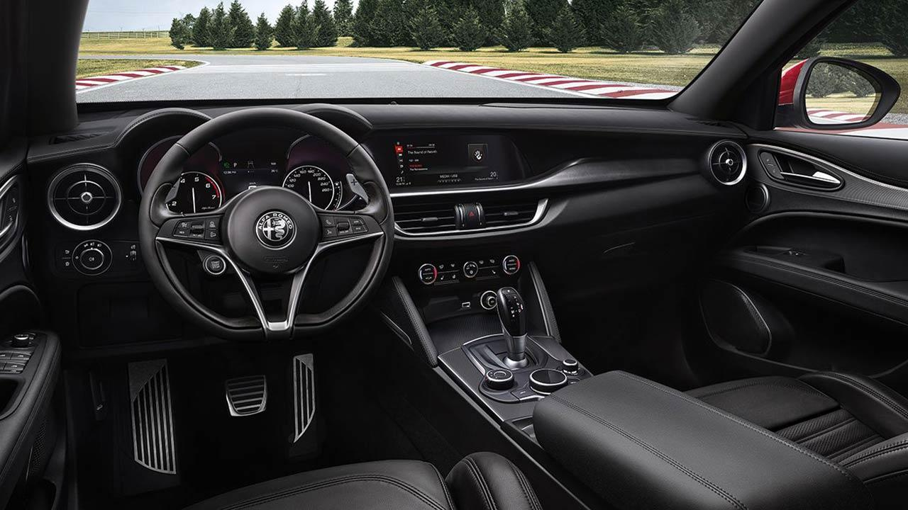 Alfa Romeo Stelvio Quadrifoglio - Cockpit