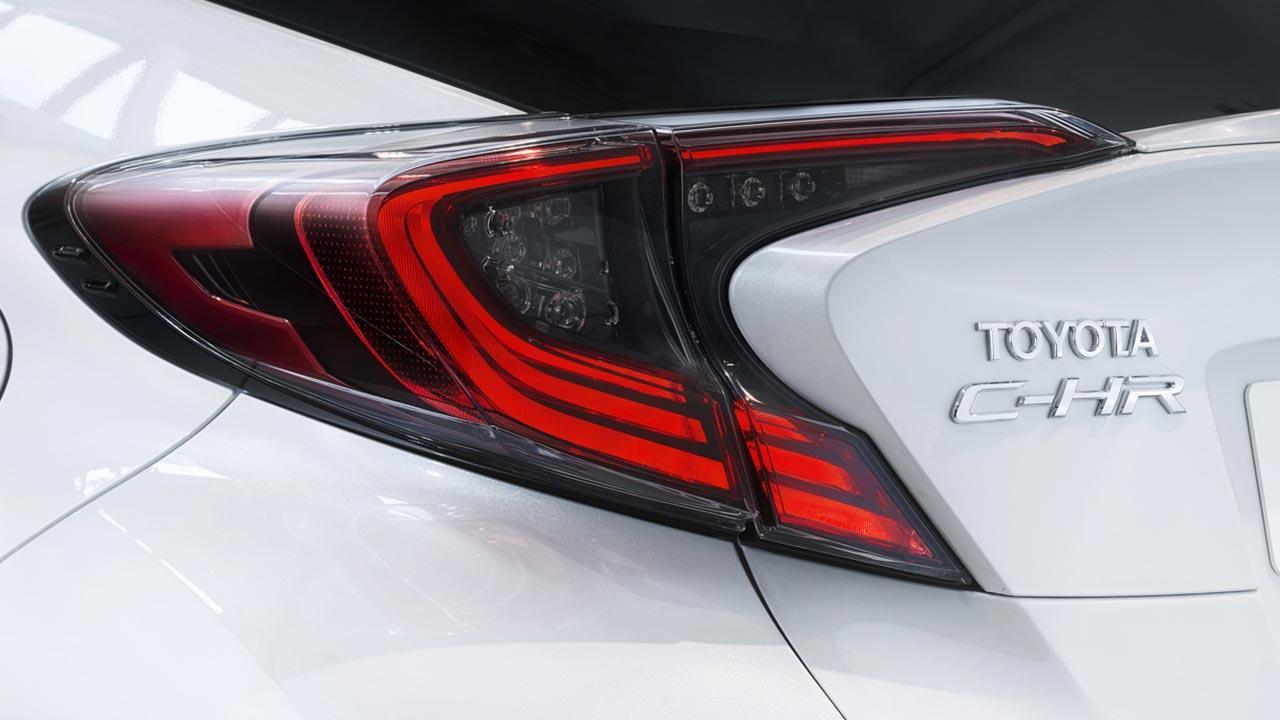 Toyota C-HR - Heckleuchten mit Schriftzug