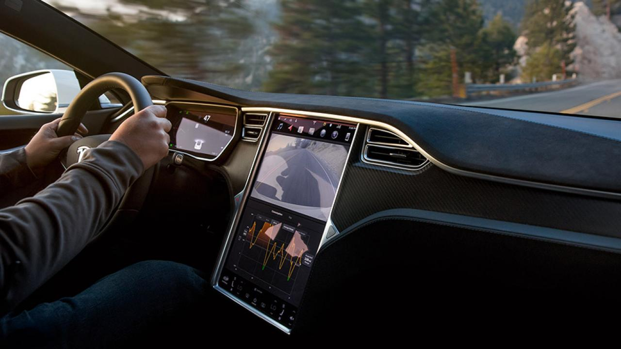 Tesla Model S - Cockpit