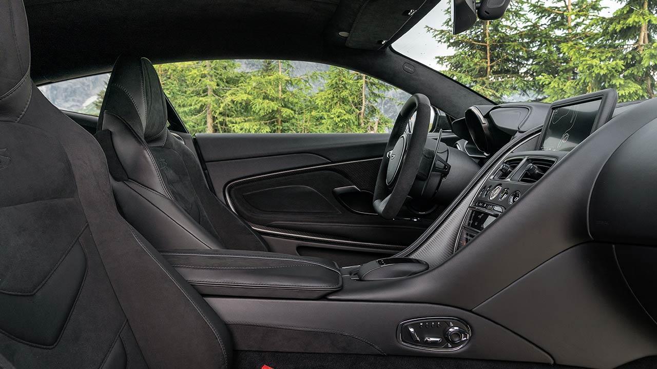 Aston Martin DBS Superleggera - Cockpit