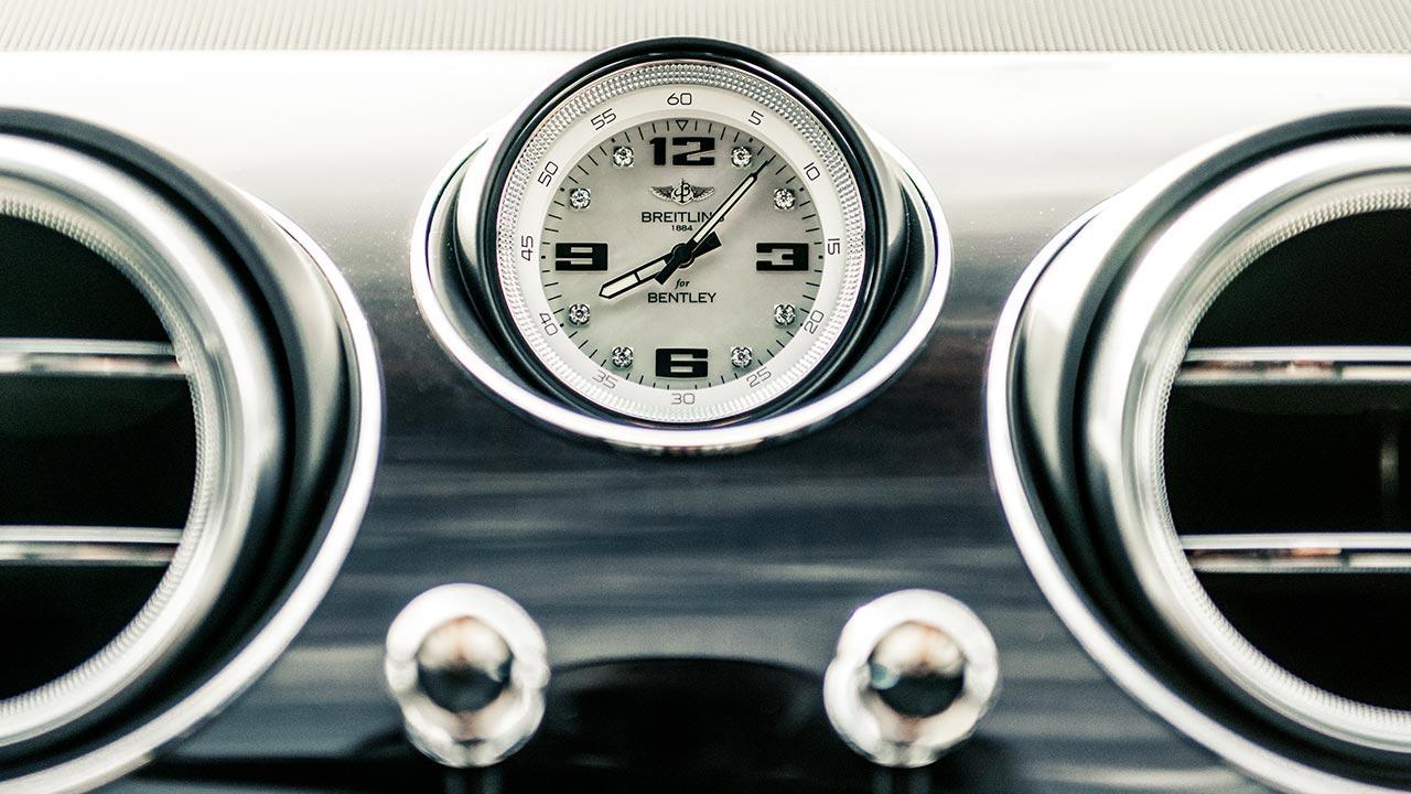 Bentley Bentayga - analoge Uhr