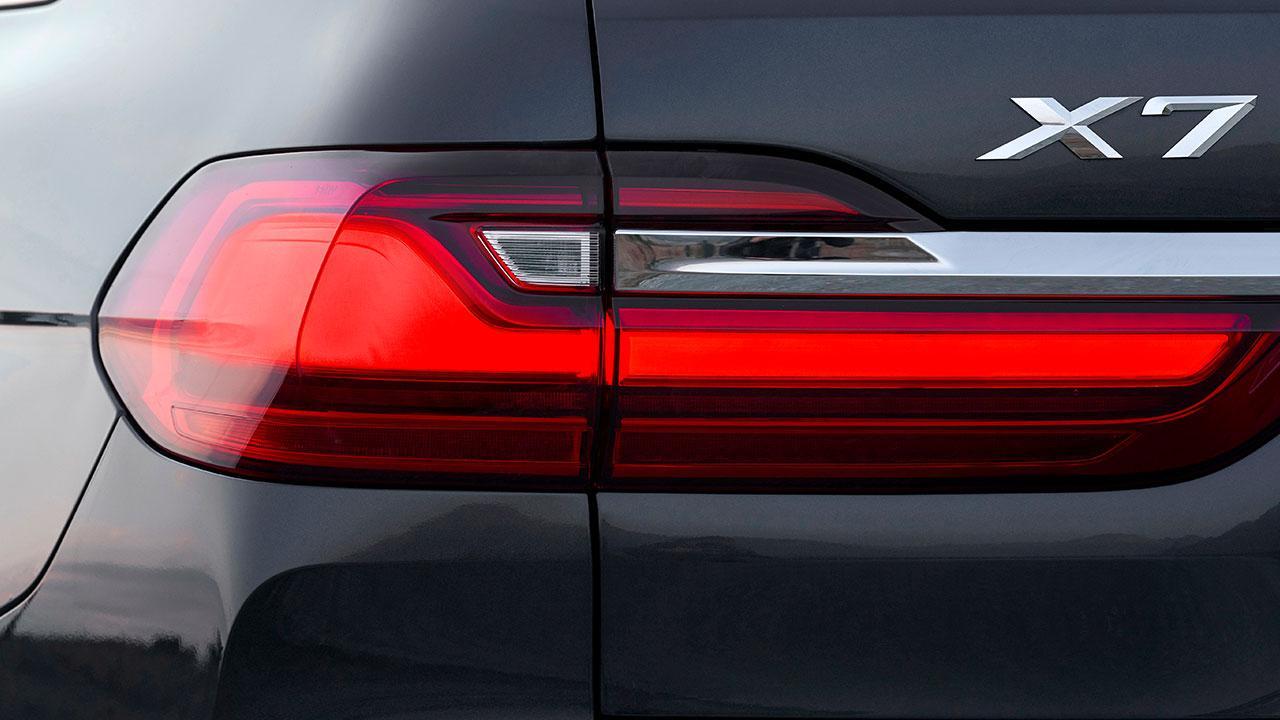 BMW X7 M50d - Schriftzug