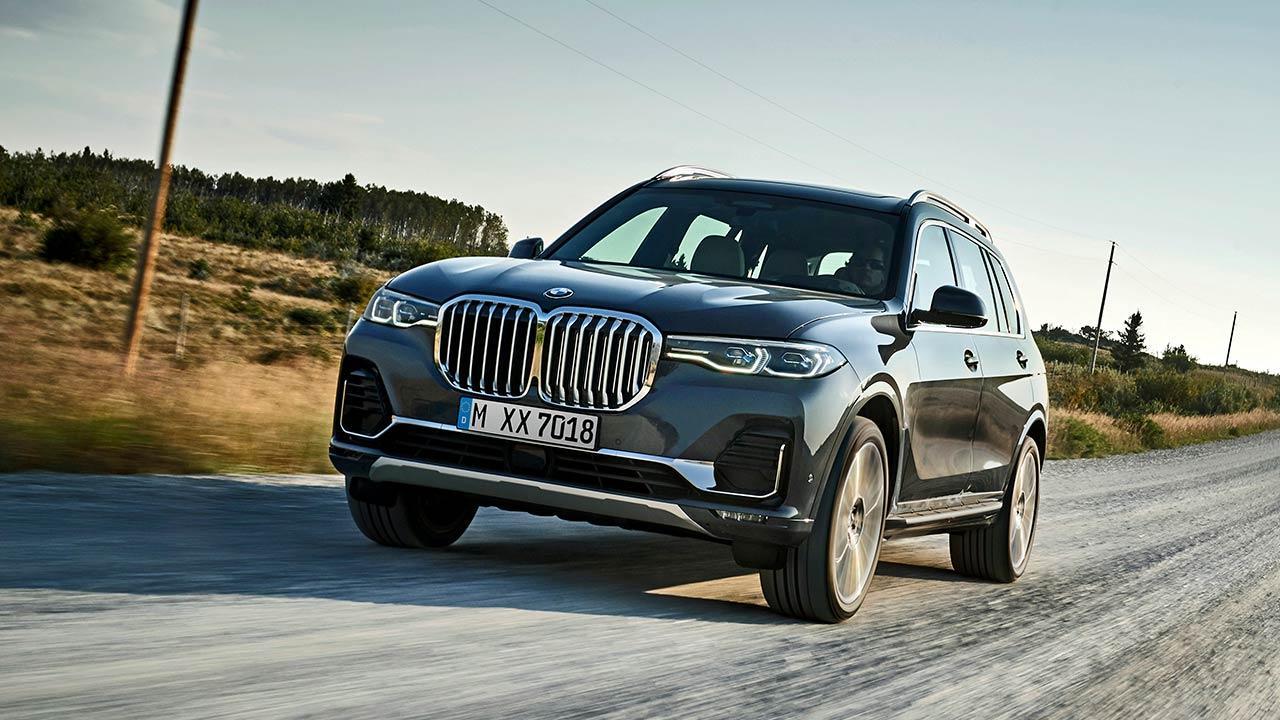 BMW X7 M50d - in voller Fahrt