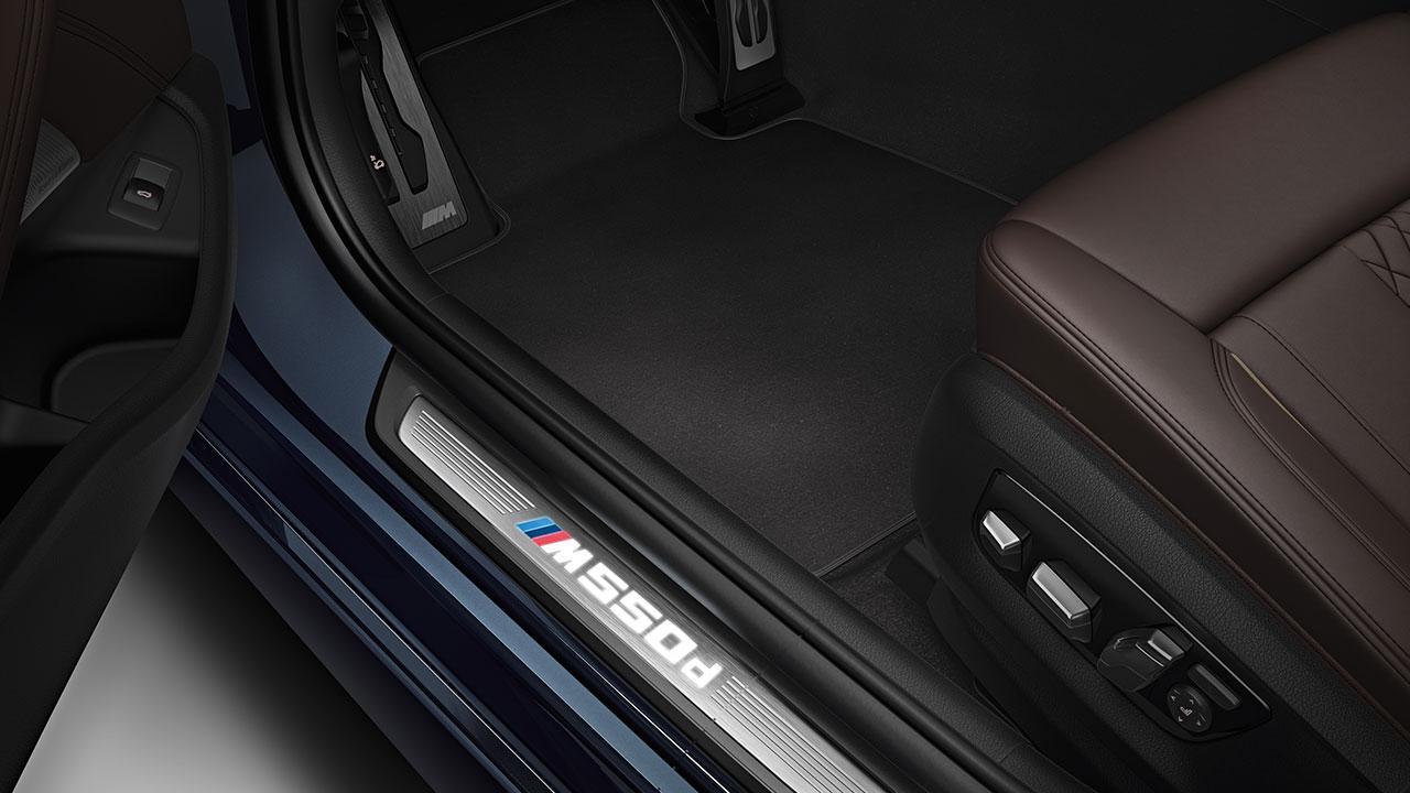 BMW M550d xDrive Limousine - Seiteneinstieg