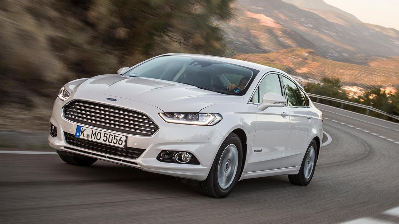 Ford Mondeo Limousine - in voller Fahrt