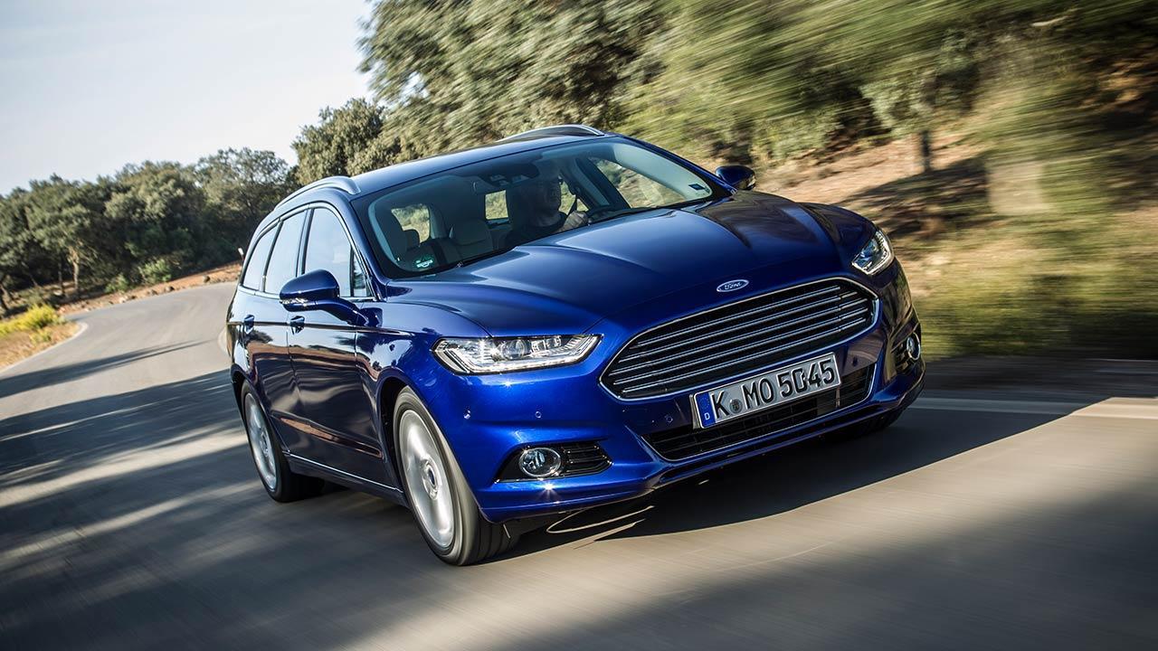 Ford Mondeo Turnier - in voller Fahrt