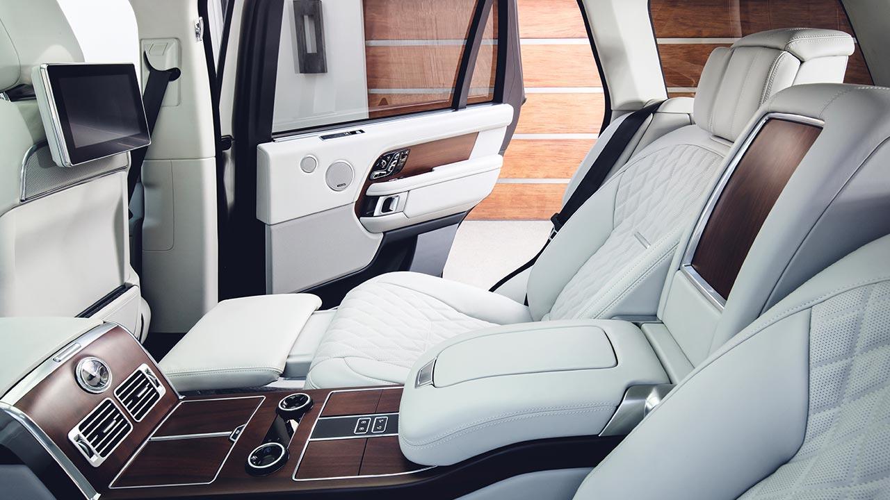 Range Rover - luxuriöse Rücksitze mit weißem Leder