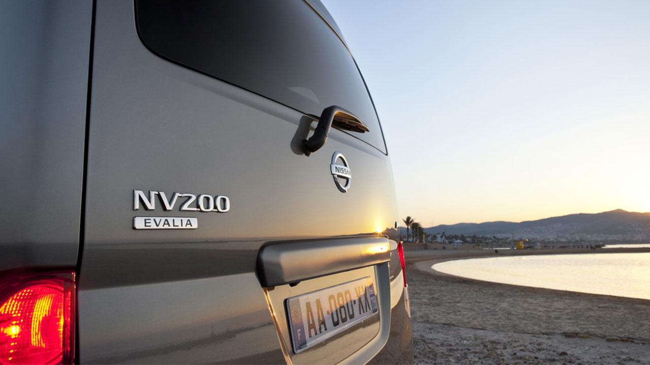 Nissan Evalia - Schriftzug
