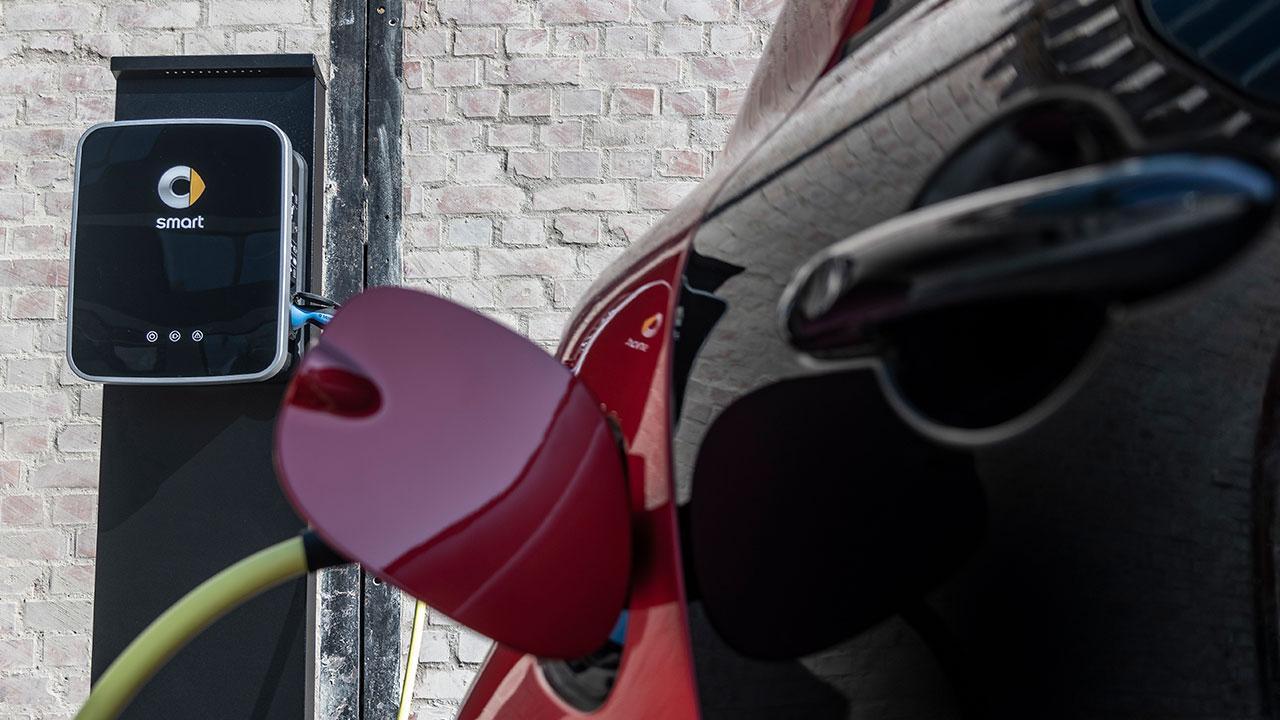 Smart EQ fortwo Cabrio - am Ladekabel