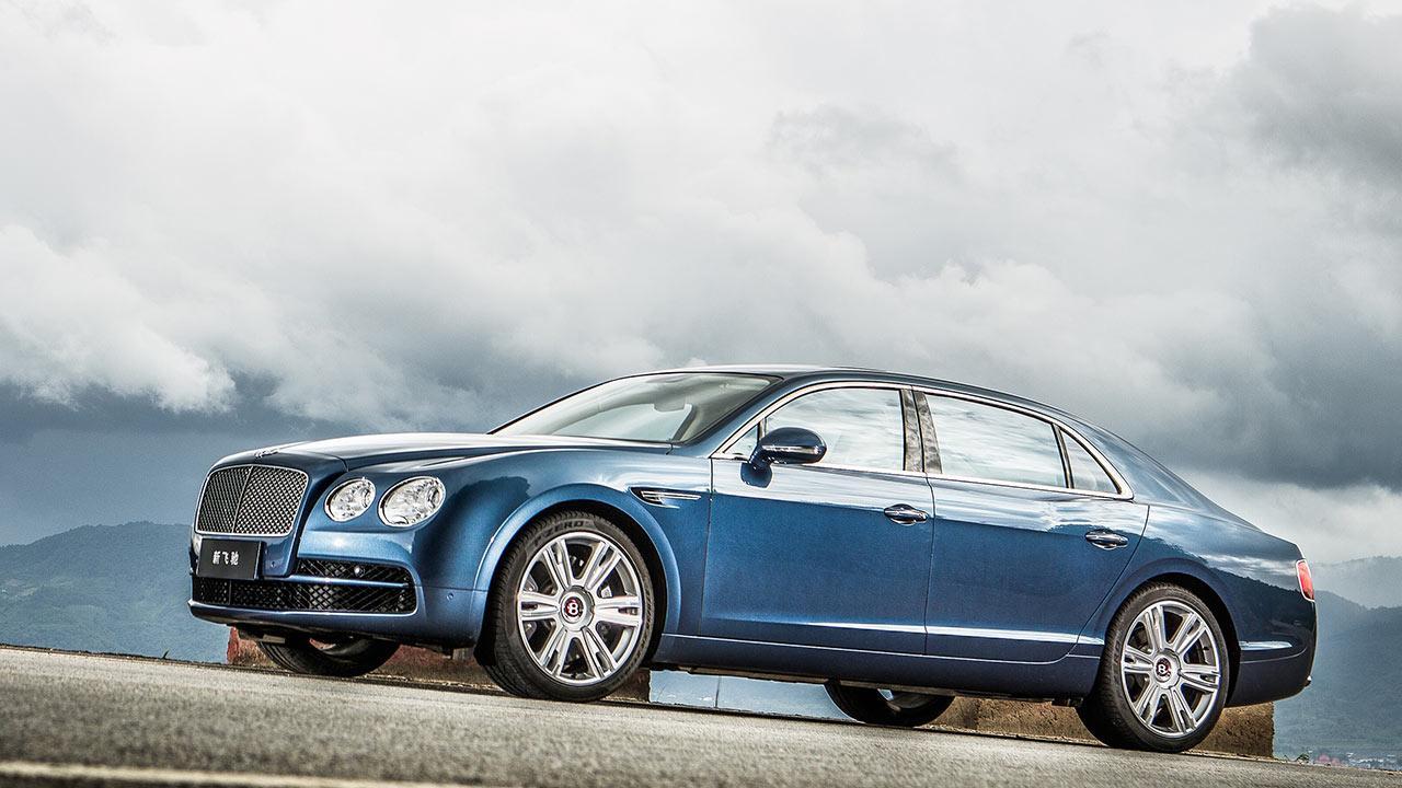 Bentley Flying Spur W12 - in blau