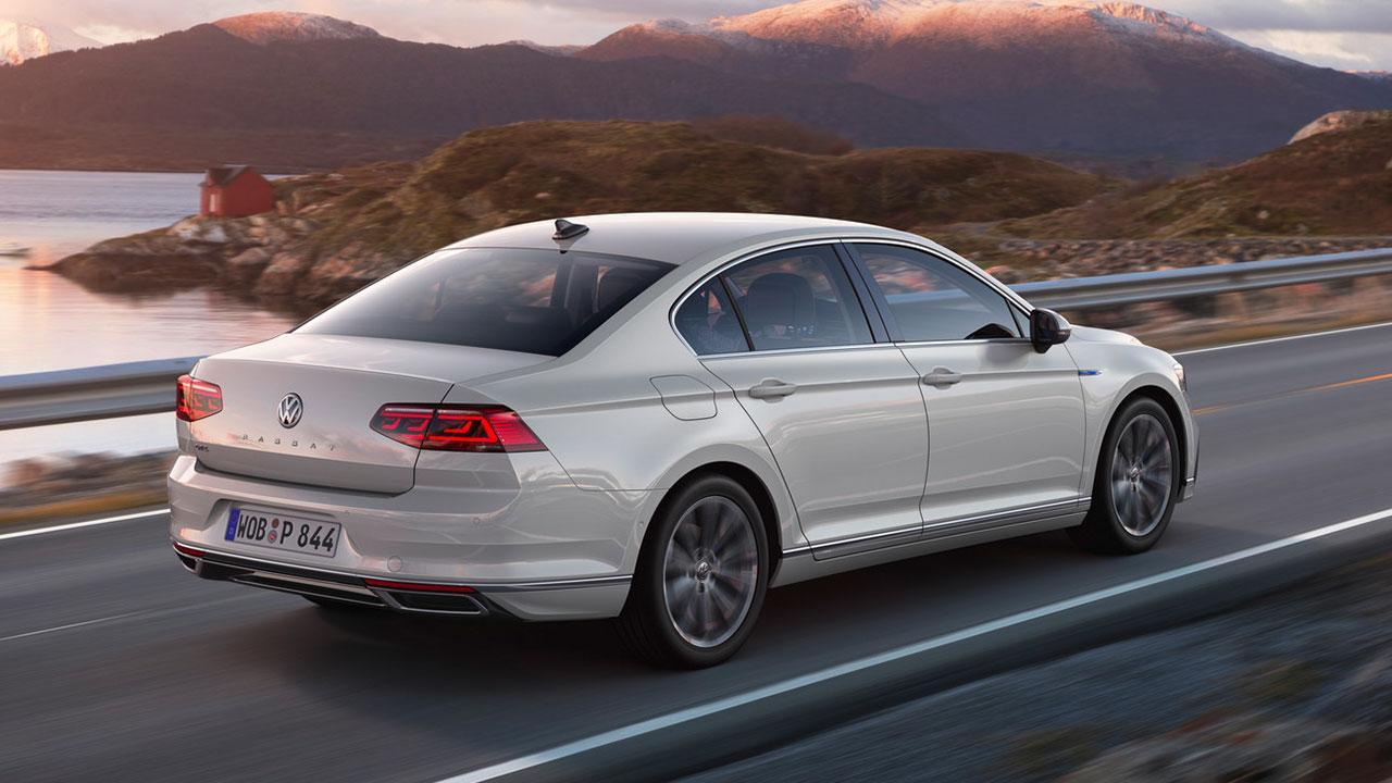 Volkswagen Passat GTE - auf der Landstraße