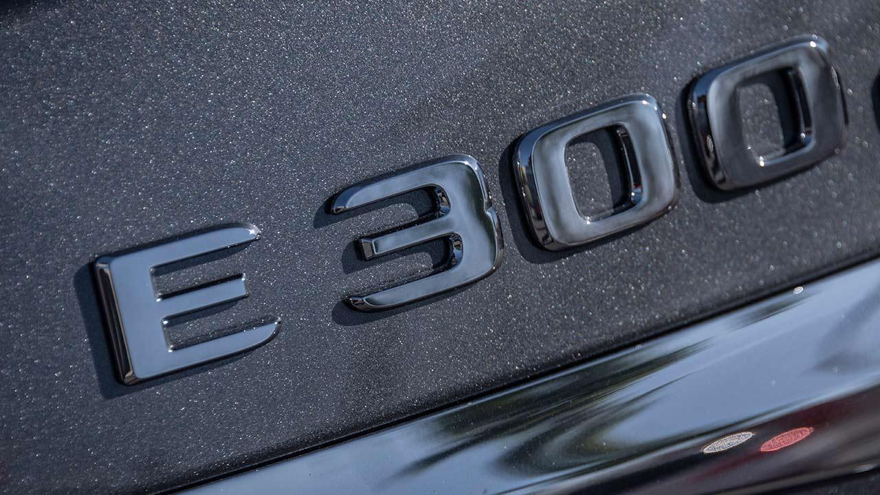 Mercedes-Benz E-Klasse Limousine - Schriftzug