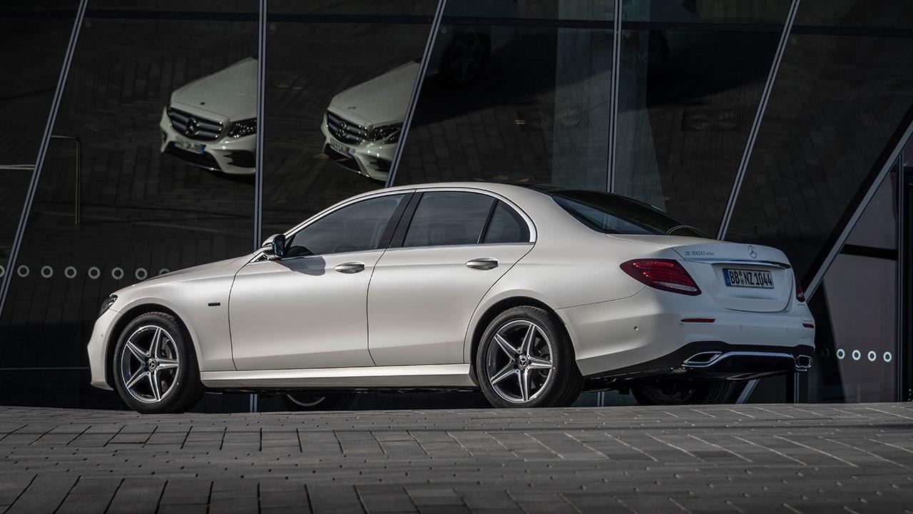 Mercedes-Benz E-Klasse Limousine - Seitenansicht in weiß