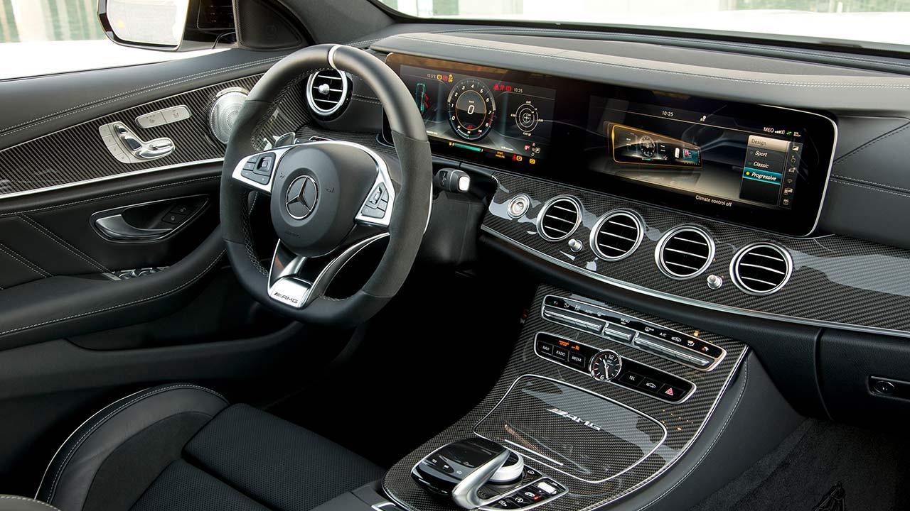Mercedes-AMG E 63 4MATIC+ Limousine  - Cockpit