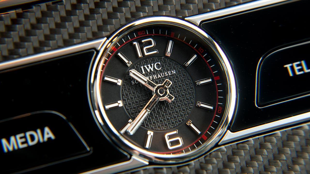Mercedes-AMG E 63 4MATIC+ Limousine - Uhr