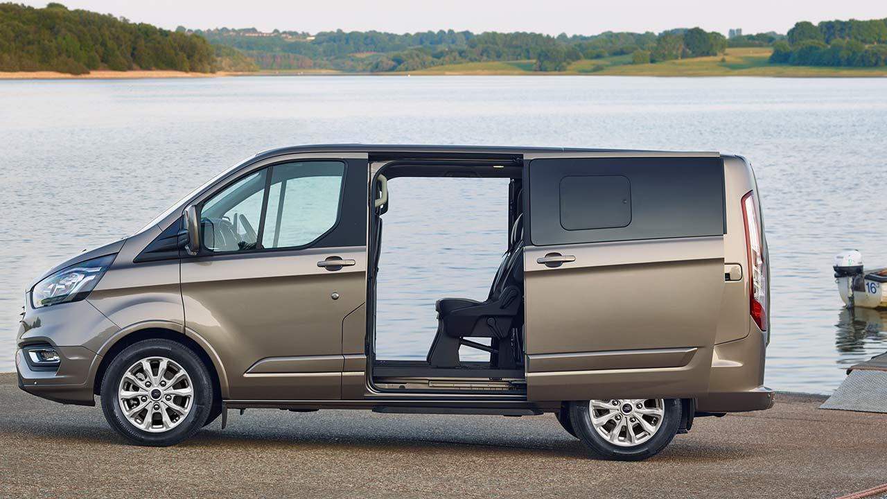 Ford Tourneo Custom - offene Seitentür