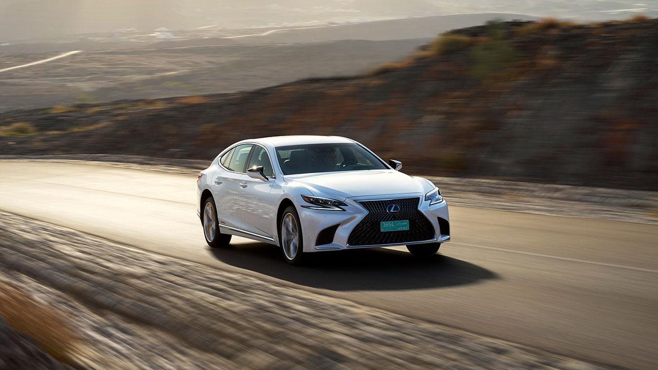 Lexus LS - in voller Fahrt