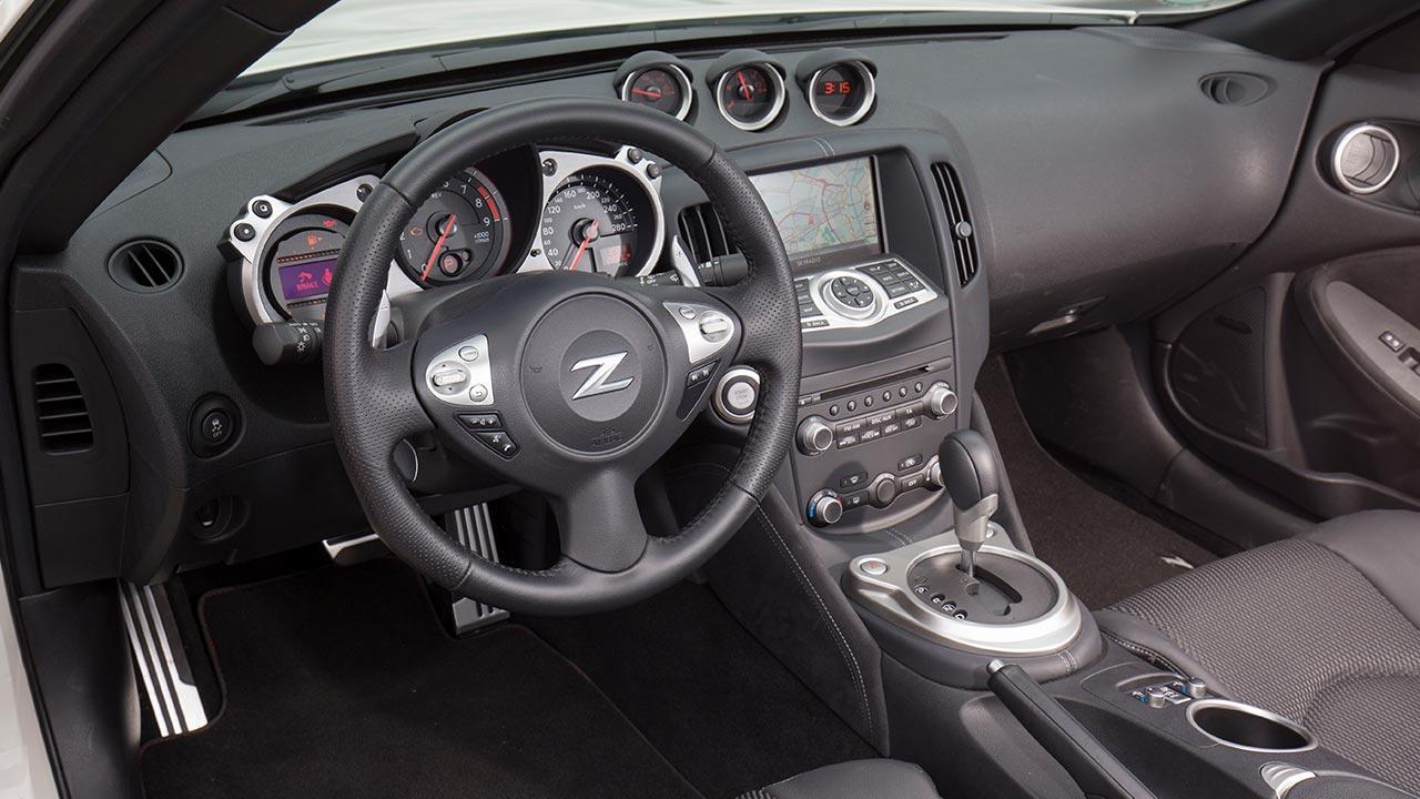 Nissan 370Z Roadster - Cockpit