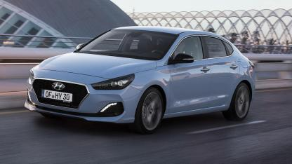 Hyundai i30 Fastback - in voller Fahrt